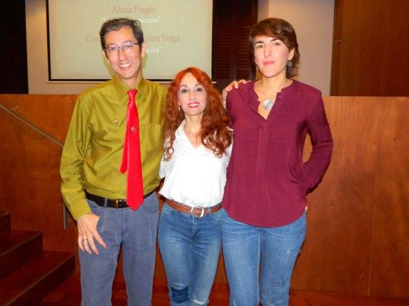 """IV Certamen Nacional de Poesía """"Poeta de Cabra"""" 2016. En la foto: José María Herranz Contreras, jurado del Certamen; Angélica Morales, ganadora; y Tulia Guisado Muñoz, jurado del certamen"""