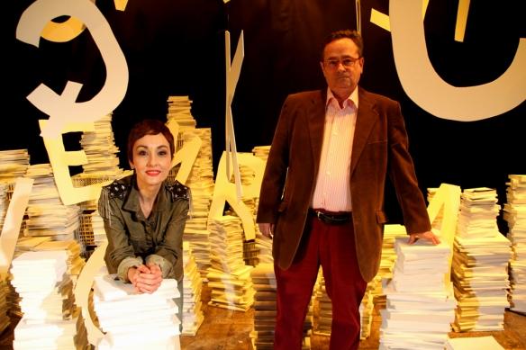 Angélica Morales (ganadora del premio de poesía en castellano) junto a Josep Plana (ganador del premio de poesía en catalán). Foto: Ajuntament de Martorell.
