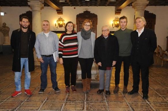 Carlos Mestre, Carlos Pardo, Almudena Guzmán y Pablo García Baena junto a la delegada de Cultura de la Diputación de Córdoba, Marisa Ruz. Imagen: Europa Press