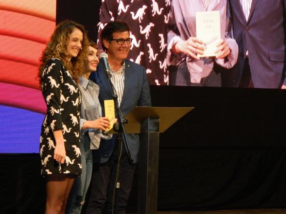 La periodista Cristina Solias, Angélica Morales y Xavier Fonollosa, alcalde de Martorell